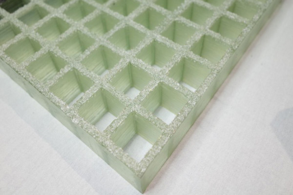 05-Transparent-gritted-surface-grating